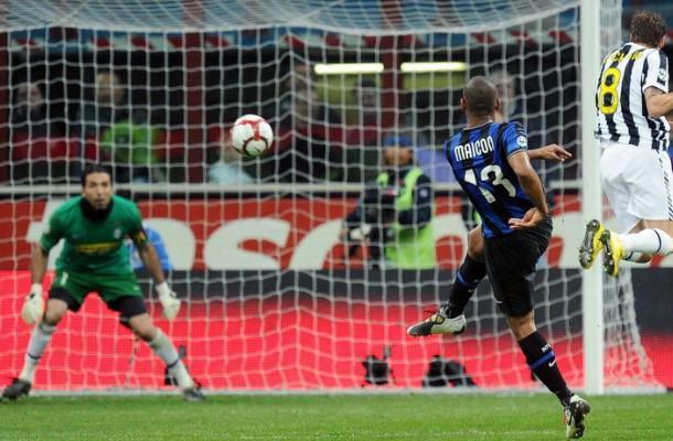 Il gol di Maicon in Inter-Juventus stagione 2009-2010.
