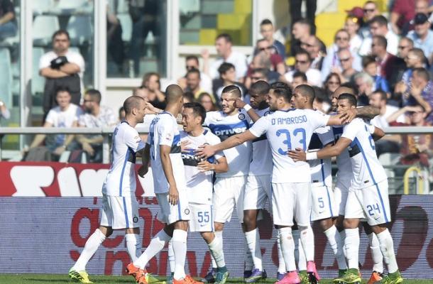 L'Inter esulta dopo il gol di Geoffrey Kondogbia contro il Torino.