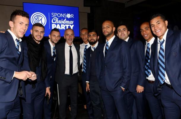 Auguri Di Buon Natale Inter.Video L Inter Fa Gli Auguri Ai Tifosi Buon Natale Amala