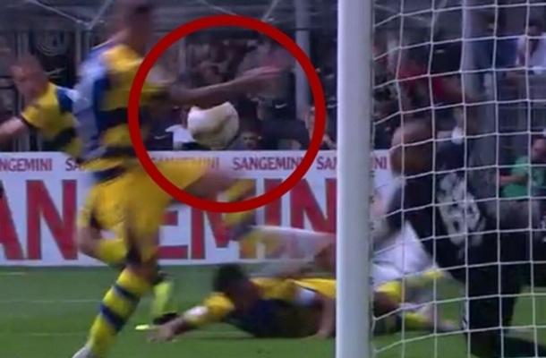 Federico Dimarco rigore Inter-Parma