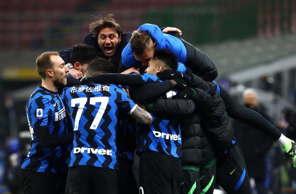 Inter Lazio abbraccio Conte